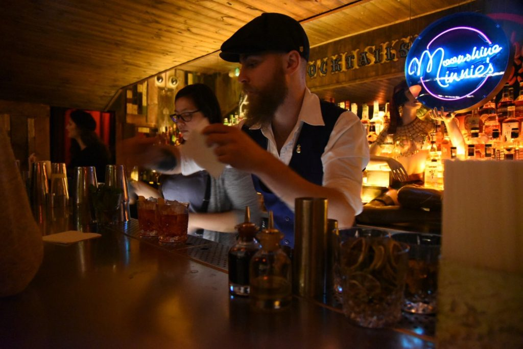 Moonshine Minnie's Bar Review